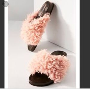 New Urban Outfitters Shearling Fuzzy Slides Size 7